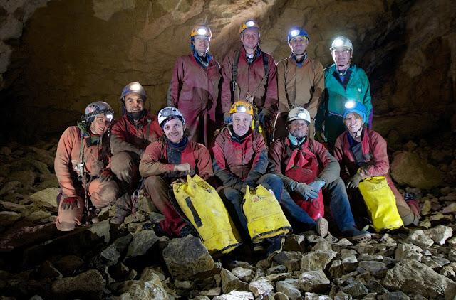 S-TEAM 2011 - In piedi da sinistra: Lara Nalon (CAI Dolo), Donato Bordignon (SSI), Gianluca Niero (CAI Mestre), Piergiorgio Varagnolo (CAI Chioggia). Seduti da sinistra: Sara Farnea (CAI Dolo), Massimiliano Lazzari (CAI Dolo), Sandro Sedran (CAI Dolo), Alberto Rossetto (SSI), Damiano Sfriso (CAI Chioggia), Simona Tuzzato (CAI Dolo).